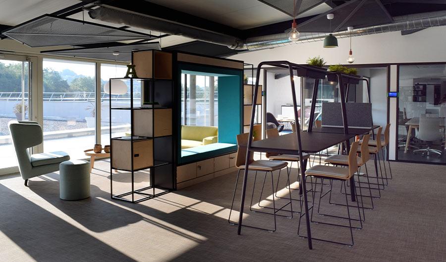Urządzenie przestrzeni biurowej w Bureau Ellipse