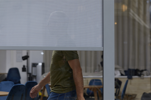 Sunworker OPEN : micro-perforated screen fabric with 15% openness.